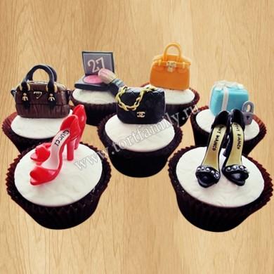 Капкейки с туфлями и сумочками