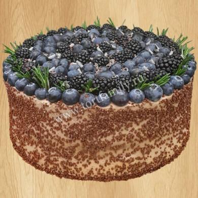 Шоколадный блинный торт с ягодами