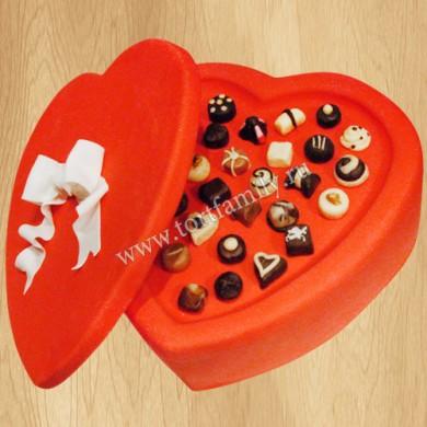 Торт коробка конфет в виде сердца