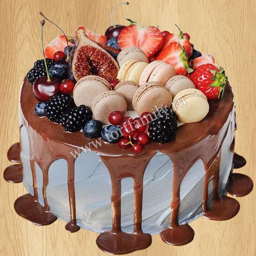 Голубой торт с шоколадными подтеками