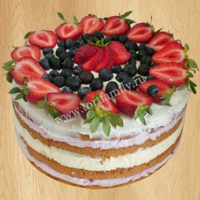 Новогодний торт с ягодами