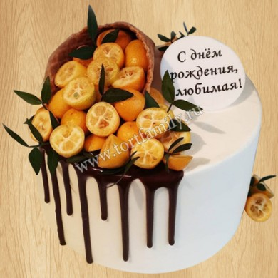 Торт с рожком и фруктами