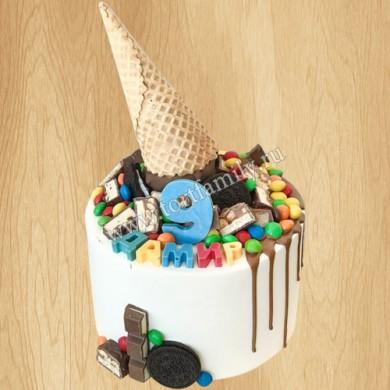 Торт рожок с конфетами
