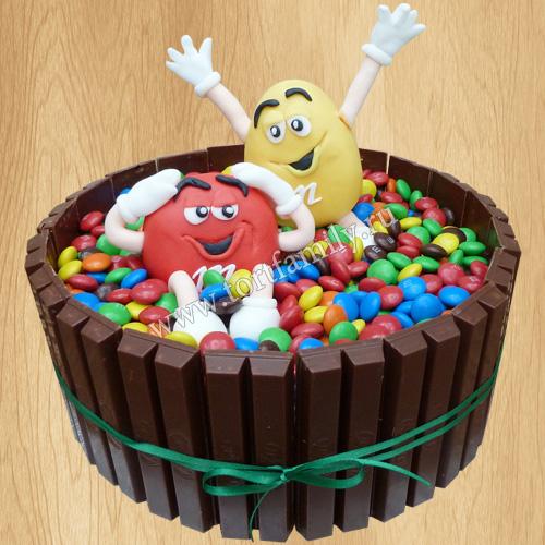 Торт с киткатом и ммдемс