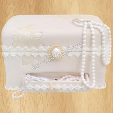 Торт в форме белой шкатулки