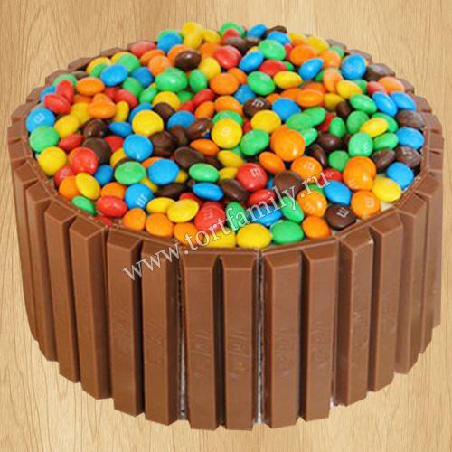 Шоколадный торт с ммдемс