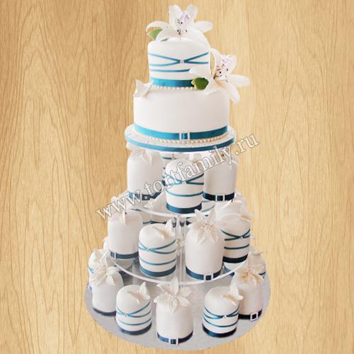 Свадебный торт с пирожными на подставке