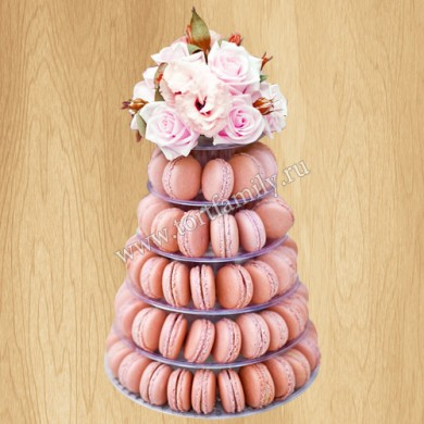Башня из макарун с цветами
